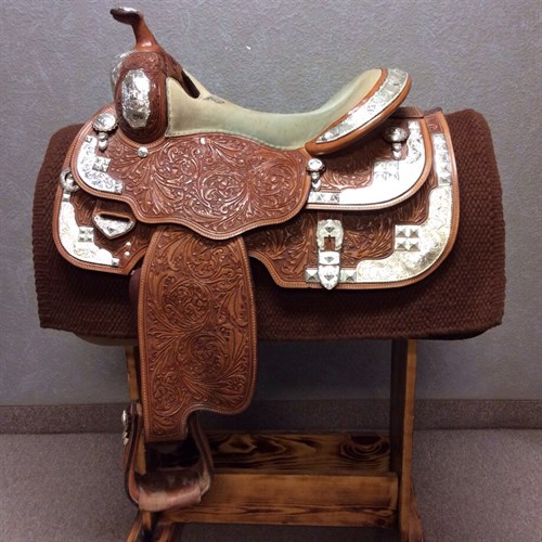 """16"""" Cascade Show Saddle - In great condition and ready for the next show! This saddle has a nice equitation seat full QH Bars with a nice shoulder flare."""