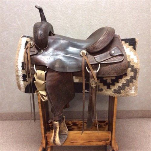 """17"""" Cutting Saddle - Older smooth seat cutting saddle with lots of use left in it flatter seat with a gradual pocket. Nice using saddle."""