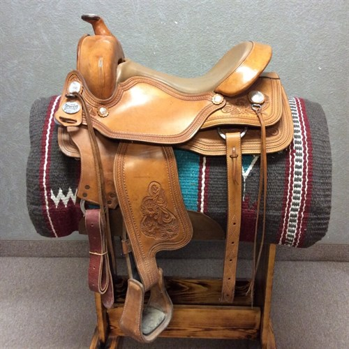 "15"" OrthoFlex Trail Saddle - TEMPI ALL AROUND Panel Fit Trail Saddle, this saddle is a rare find! This is a great saddle for a hard to fit trail horse. This saddle has a double skirt, back cinch, smooth saddle with floral accents, and clip & dee strings for trail bags! Nice CLEAN saddle ready to use!"