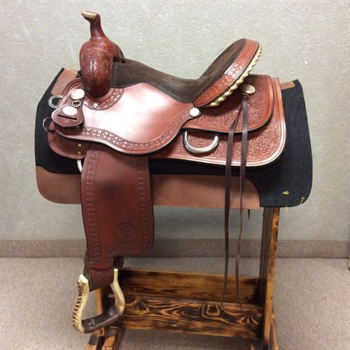 "15 1/2"" Kelly Kaminski By Circle Y - LIKE NEW!!! Only used a few times beautiful Kelly Kaminski barrel/trail saddle. 15 1/2"" suede seat, smooth jockey and fenders with a classy boarder tool, made by Circle Y. (C)"