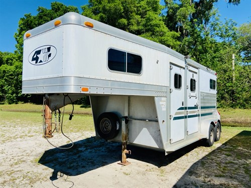 "2005 4star Deluxe (2) horse straight load gooseneck trailer with a front tack room that has bridle hooks, saddle racks and a brush box.  The horse area has an inteior height at 7'9"" tall x 7' wide,  (2) escape doors, insulated roof, roof vents, rubber lined walls, rubber mats over all aluminum floor and a rear ramp with dutch doors!  Spare tire."